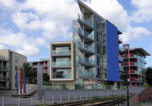 800px-Flats_at_bristol_harbour_arp